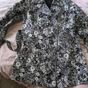 Old Navy Trench Coat. NEW. Large